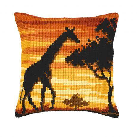 Coussin au point de croix girafe
