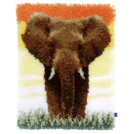 Tapis point noué elephant in the savannah ii